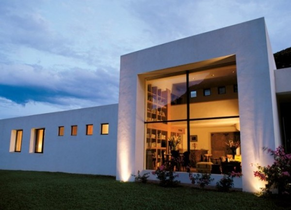 Minimalist white concrete house surrounded by greens and for Minimalist concrete house