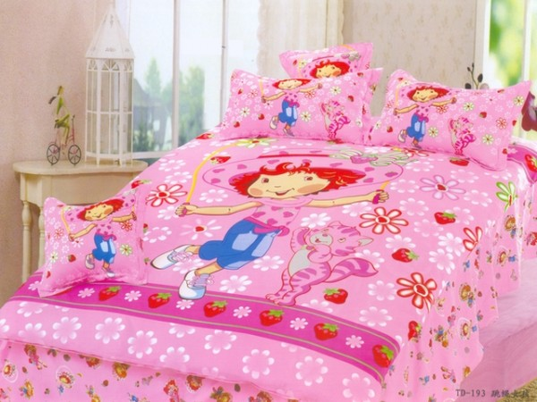 Amazing Small Japan Bed Linen with Pink Strawberry Shortcake Motive