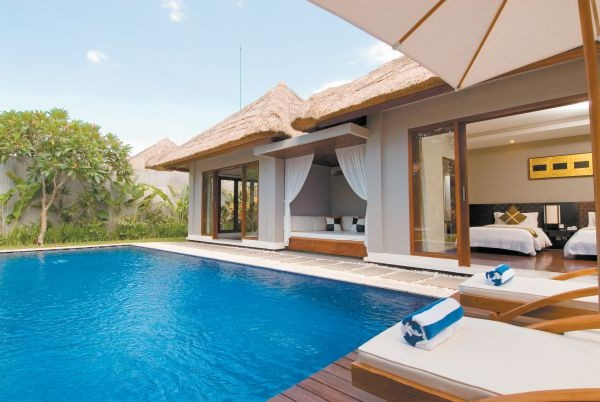 Charming villa swimming pool home interior design ideas for Pool design for villa