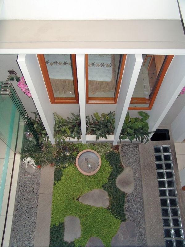 Futuristic Courtyard House Design Theme | Home Interior Design Ideas