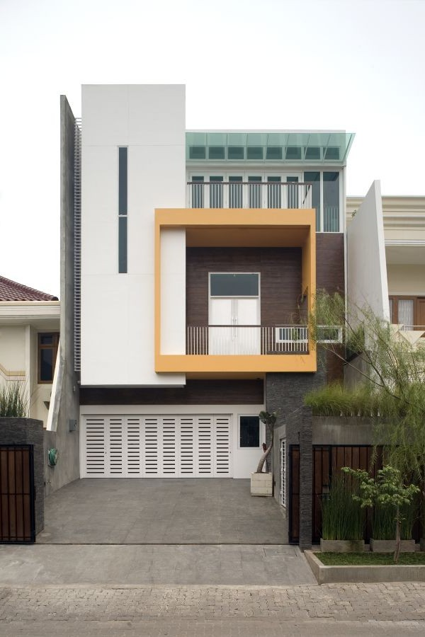 Blazzing house contemporary minimalist courtyard design ideas for Minimalist box house design