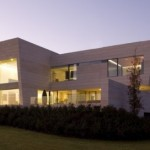 Luxurious Minimalist Beach House Design Photo