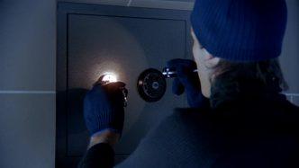 safe-burglar